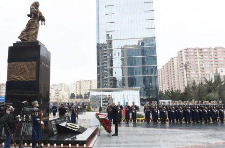 """Prezident  """"Xocalı"""" abidəsini ziyarət etdi – YENİLƏNİB – (1) – FOTOLAR"""