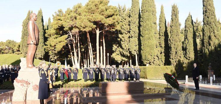 Prezident Heydər Əliyevin məzarını ziyarət etdi – FOTOLAR – YENİLƏNİB – (1)