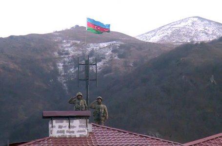 Kəlbəcər şəhərində Azərbaycan bayrağı qaldırıldı- İSTİSUDAN VİDEOGÖRÜNTÜLƏR YAYILDI – FOTO-VİDEO – YENİLƏNİB