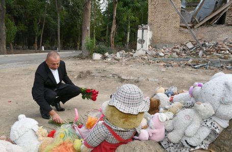 Prezident Gəncədə Ermənistanın raket hücumlarının səbəb olduğu cinayət səhnələri ilə-TANIŞ OLDU – FOTOLAR